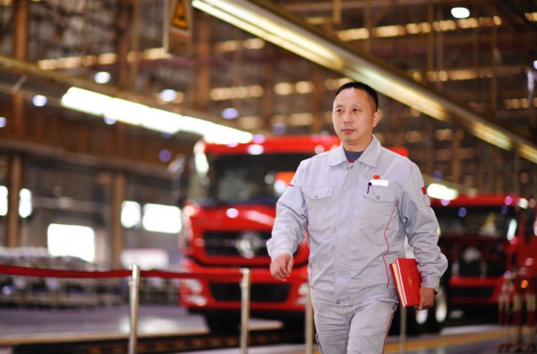 全国人大代表王建清:为一线产业工人发声,用可靠践行工匠精神